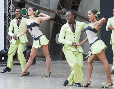 Cali Salsa Dancers Gettin Down