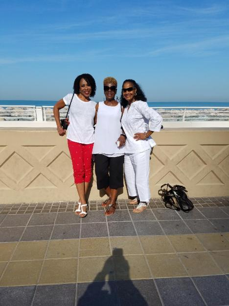 Sandra, Betty, Gwen at Jumeirah Beach